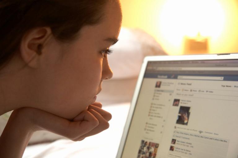 الإدمان على الفيسبوك